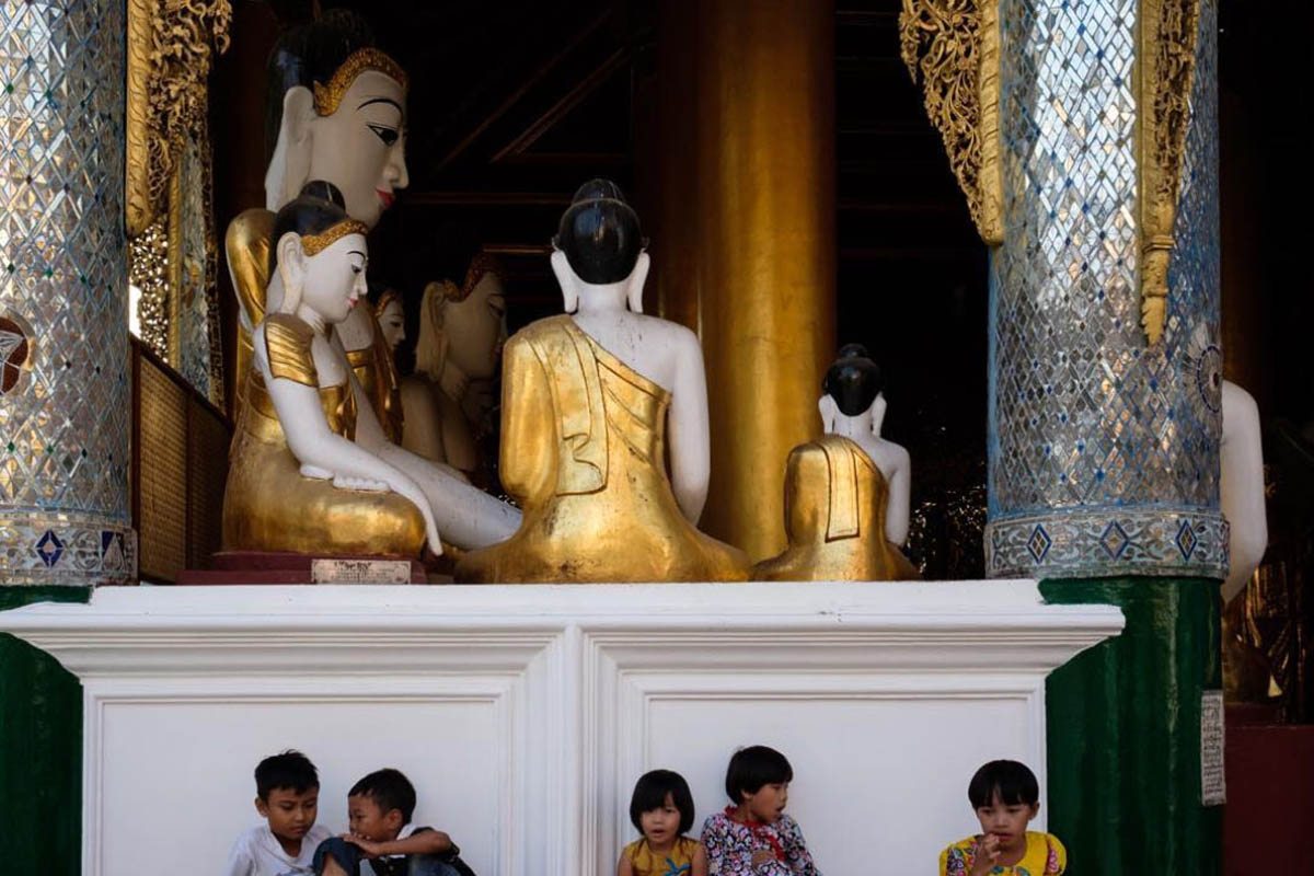 001_yangon_myanmar_street_photography_workshop_regula_tschumi_schwedagon_pagoda