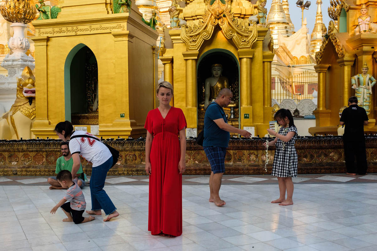 001_yangon_myanmar_street_photography_workshop_nicolas_st_pierre_schwedagon_pagoda_street_photography