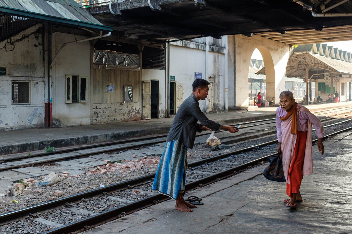 007_yangon_myanmar_street_photography_workshop_nicolas_st_pierre_railway_station