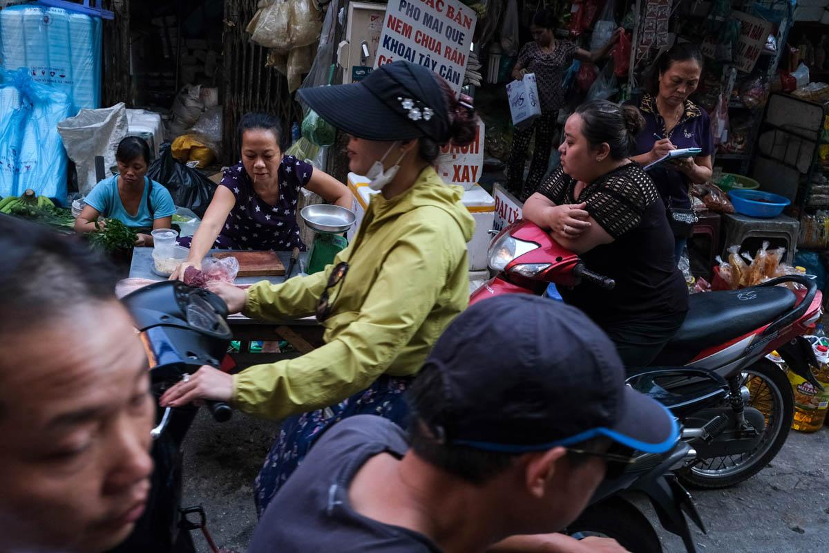 vietnam_hanoi_street_photography_workshop_charles_cooper_0009