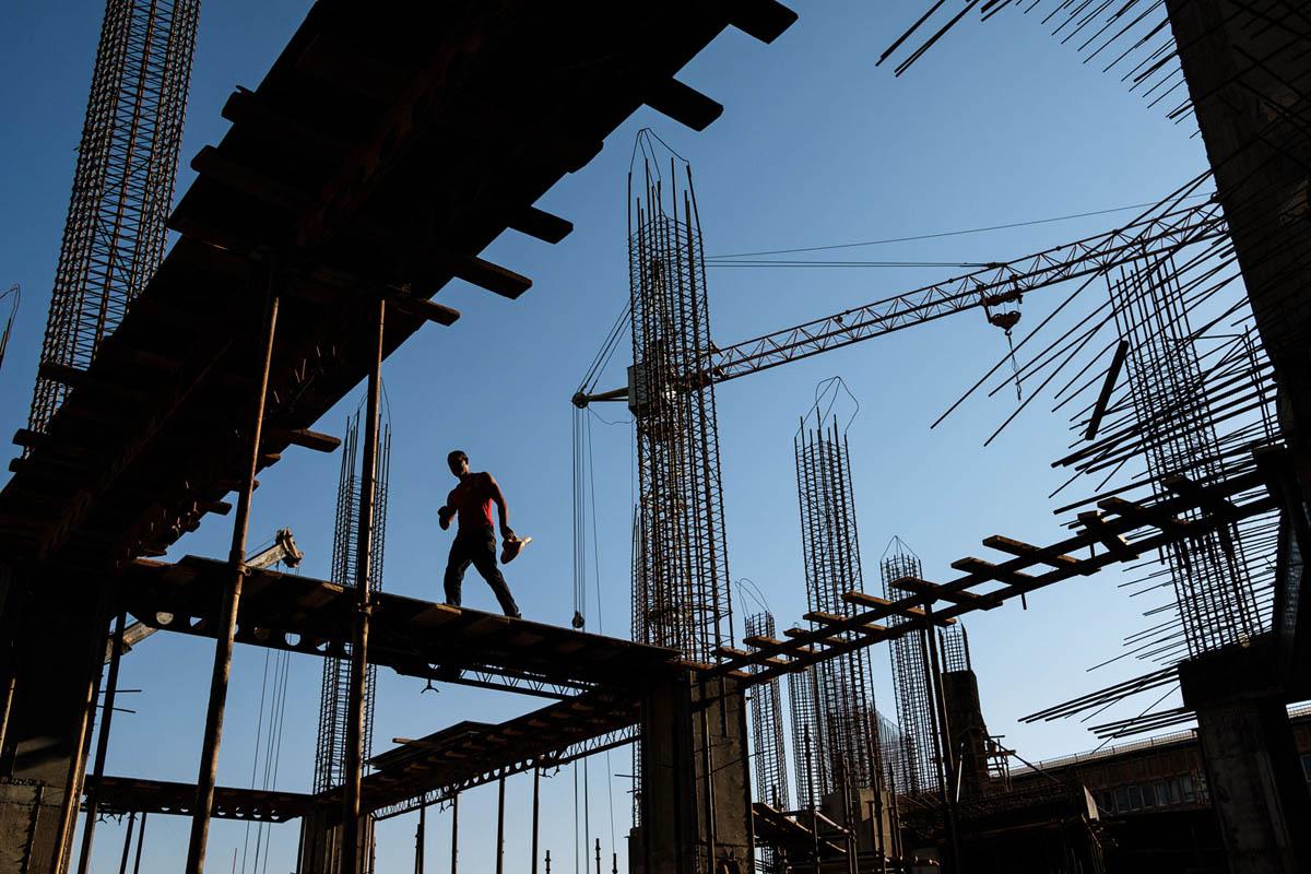 armenia_yerevan_city_building_construction_work