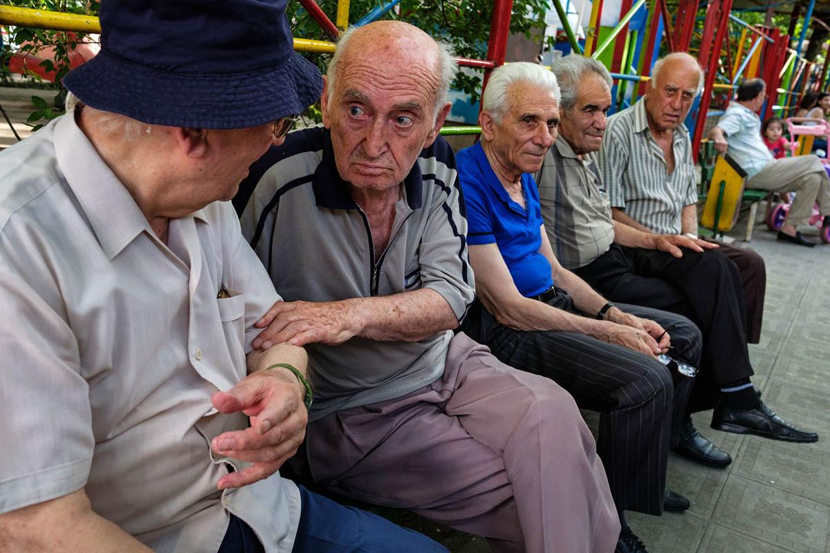 armenia_yerevan_city_park_people_old_men_pastime_talking