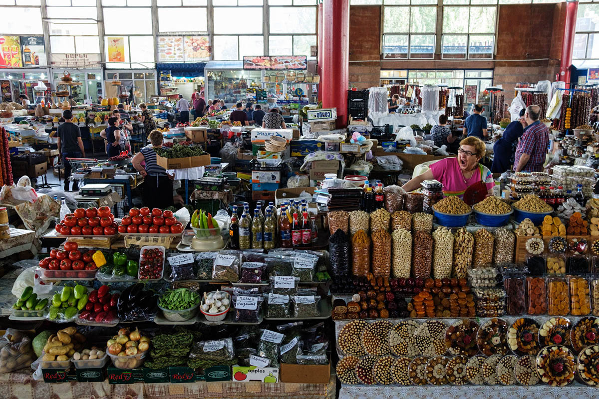 armenia_yerevan_city_people_gum_market_dried_fruits_vendors_hall