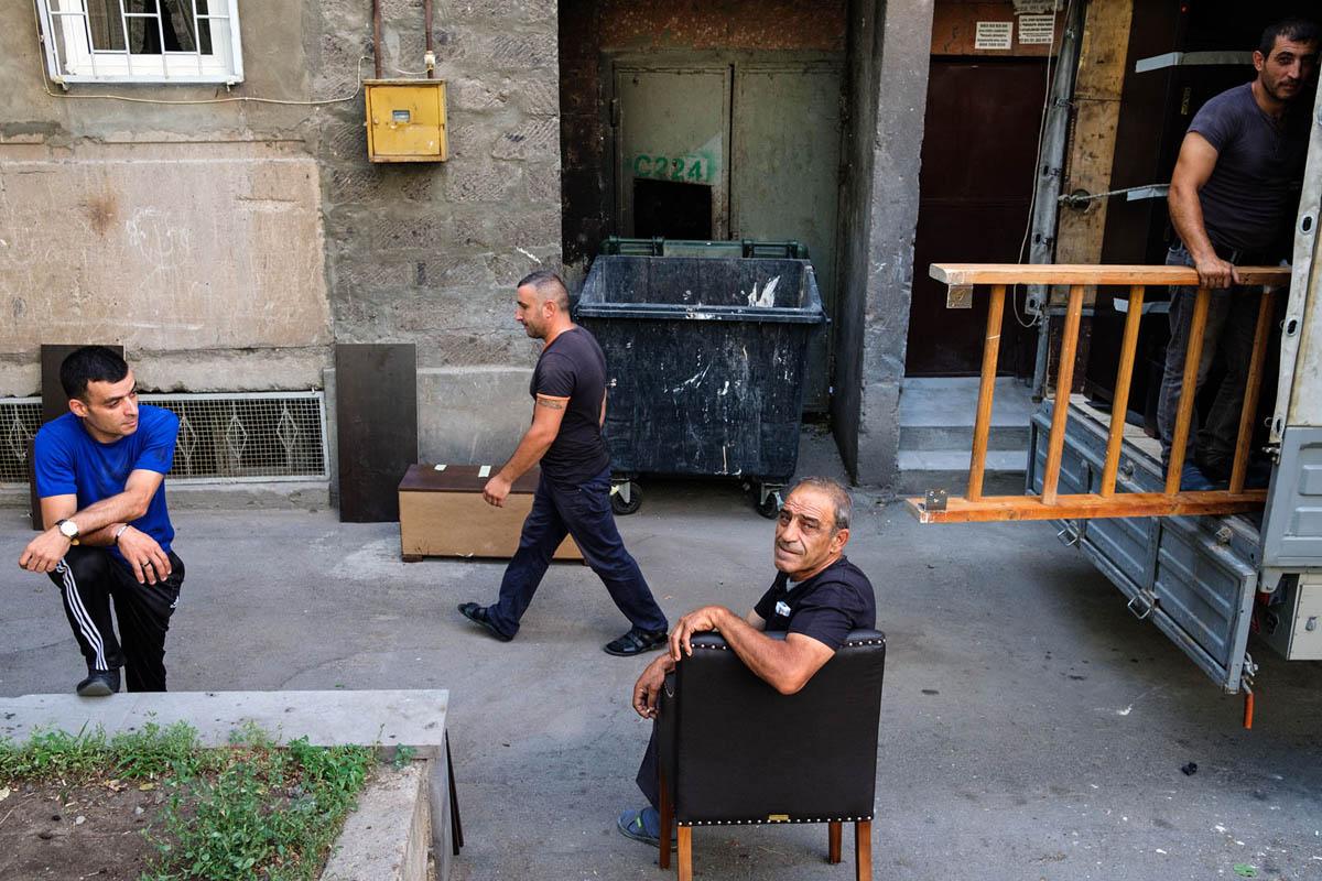armenia_yerevan_city_people_moving_men_truck_street_photography
