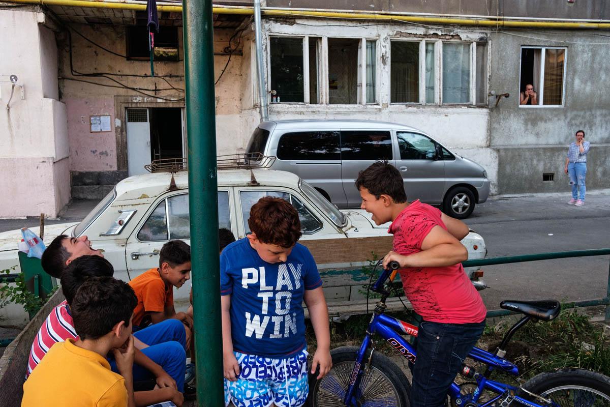 armenia_yerevan_city_people_street_children_boys_residential_street_photography