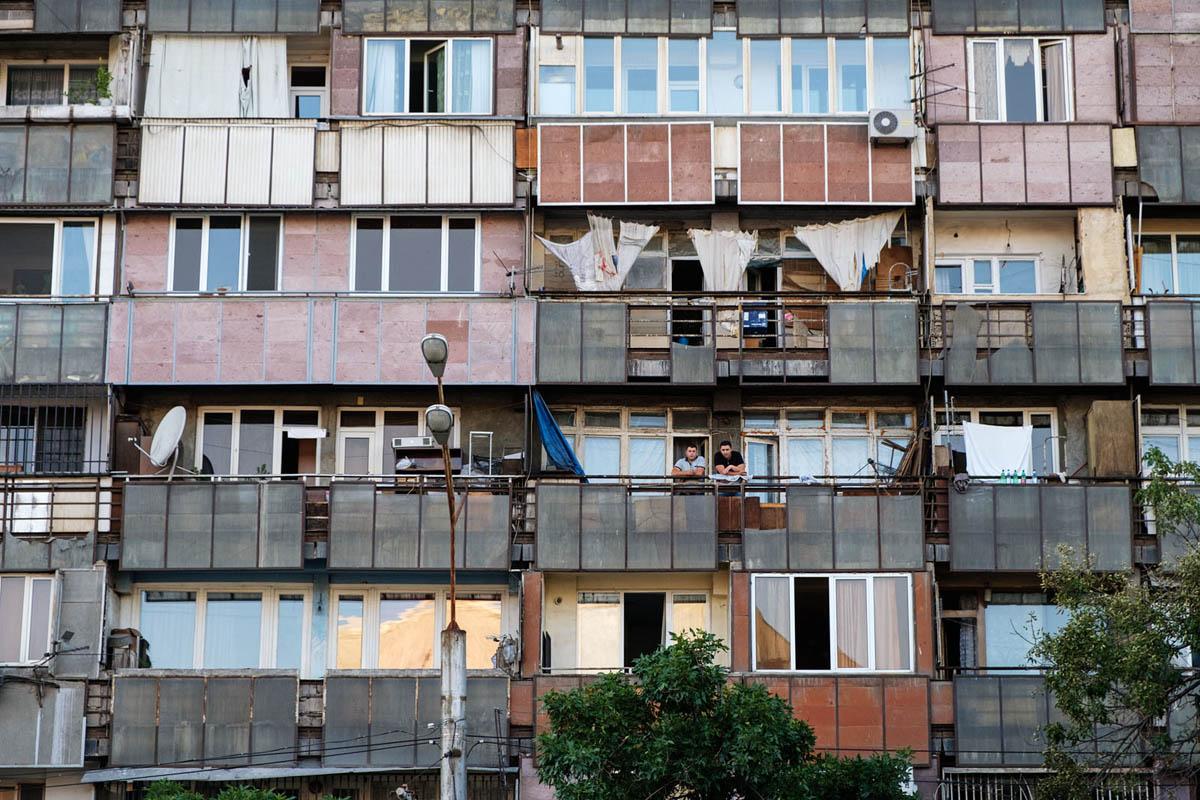 armenia_yerevan_city_street_soviet_architecture_residential_block_building