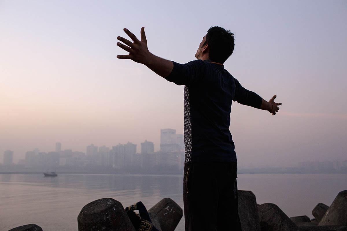 india_mumbai_nariman_point_marine_drive_morning_exercising_exercise_sunrise