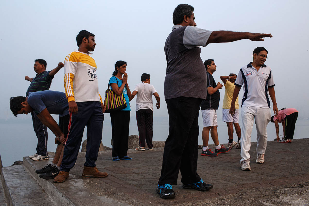 india_mumbai_nariman_point_marine_drive_sea_promenade_morning_exercising_exercise_bombay_fitness_sport_activity