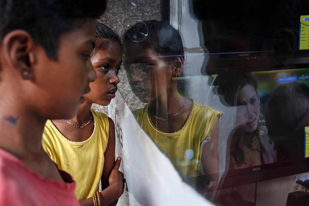 india_mumbai_lemington_road_electronics_shop_window_tv_television_poverty