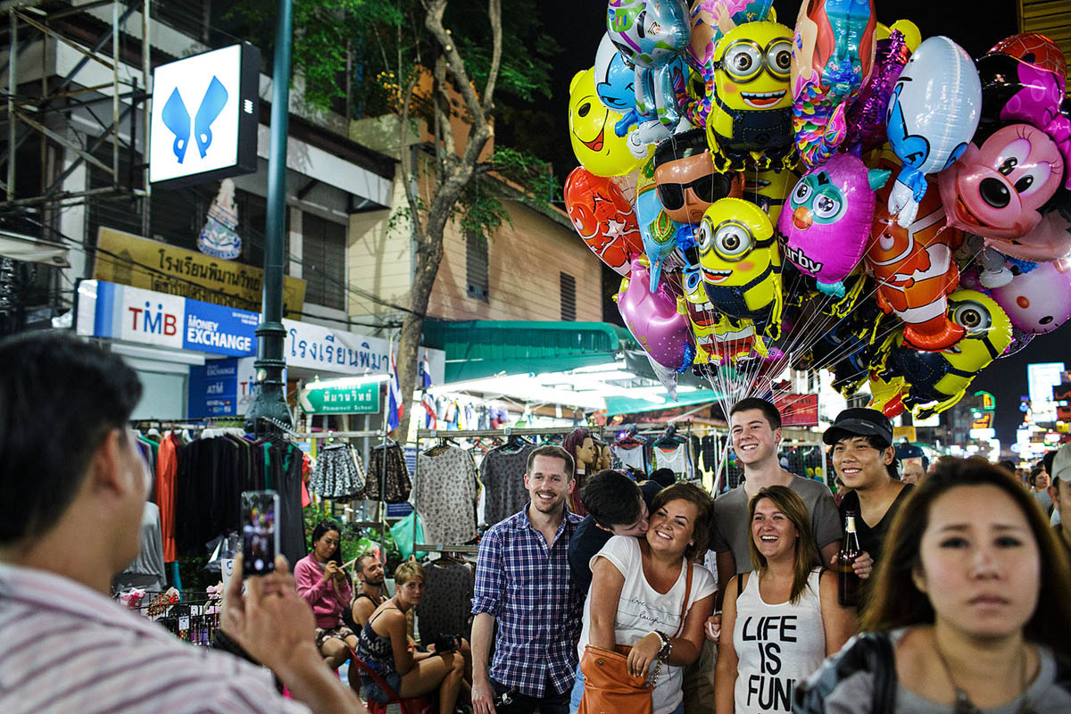 thailand_bangkok_banglamphu_night_nightlife_khao_san_road_khaosan_tourists_photo_baloons_street