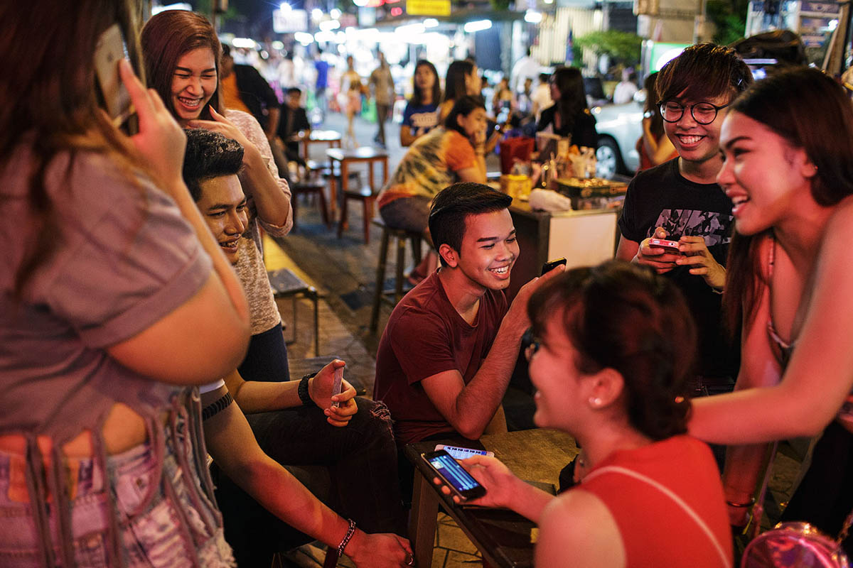 thailand_bangkok_banglamphu_night_nightlife_khao_san_road_khaosan_young_people_thai
