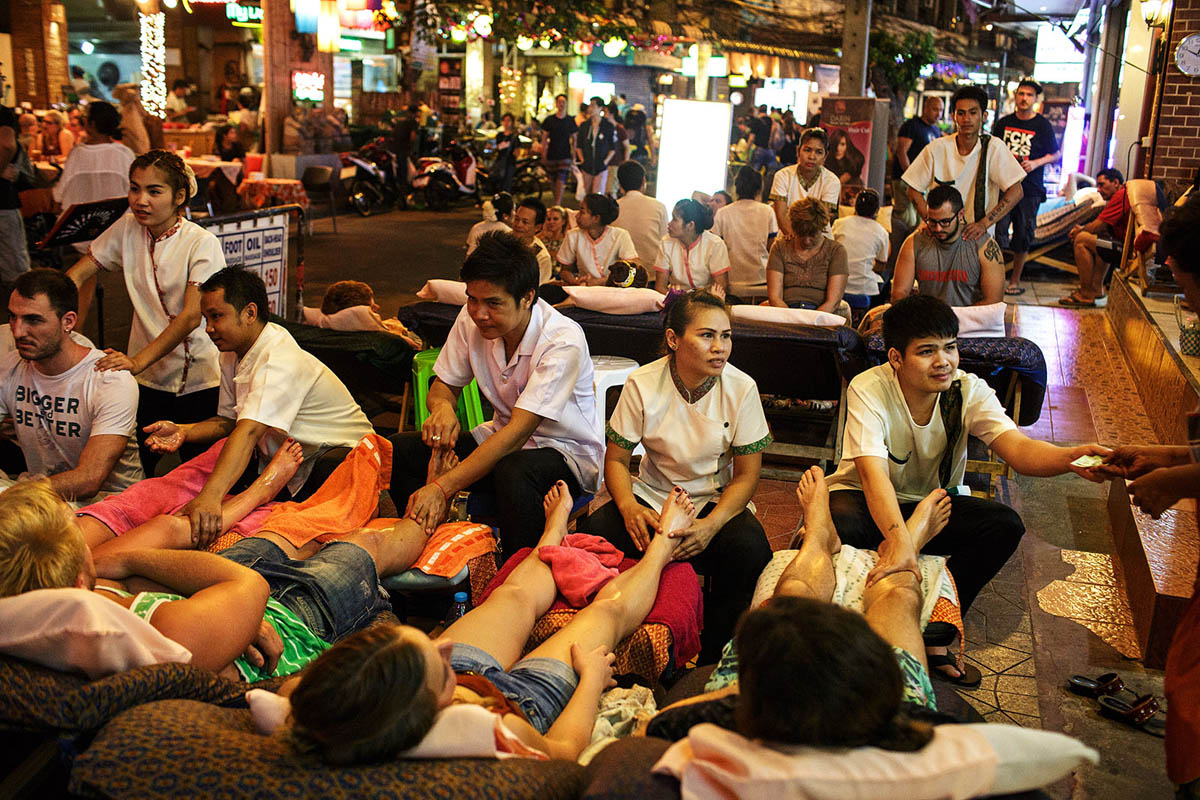 thailand_bangkok_banglamphu_night_nightlife_soi_rambuttri_street_thai_massage_tourists