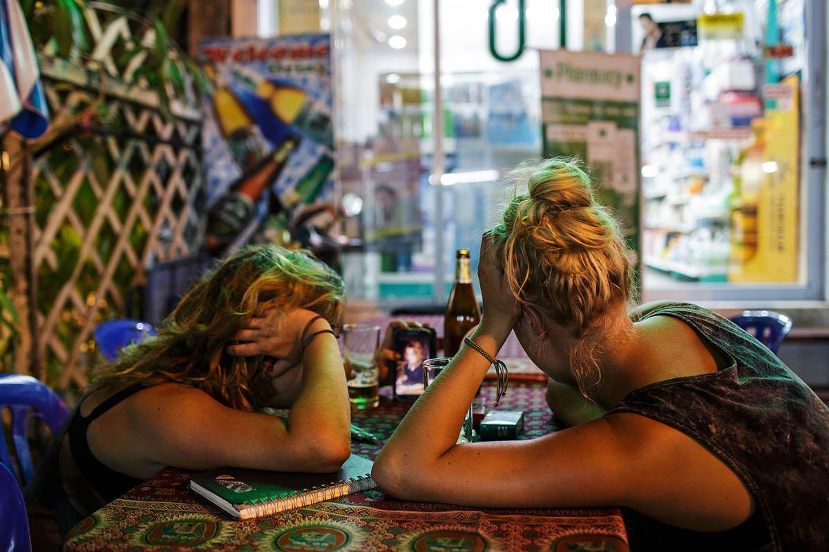thailand_bangkok_banglamphu_night_soi_rambuttri_foreign_tourists_bar