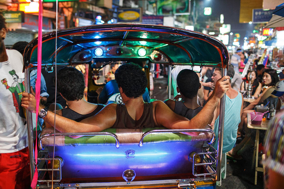 thailand_bangkok_khaosan_khao_san_road_nightlife_backpackers_tuk_tuk_neons_party_tourism