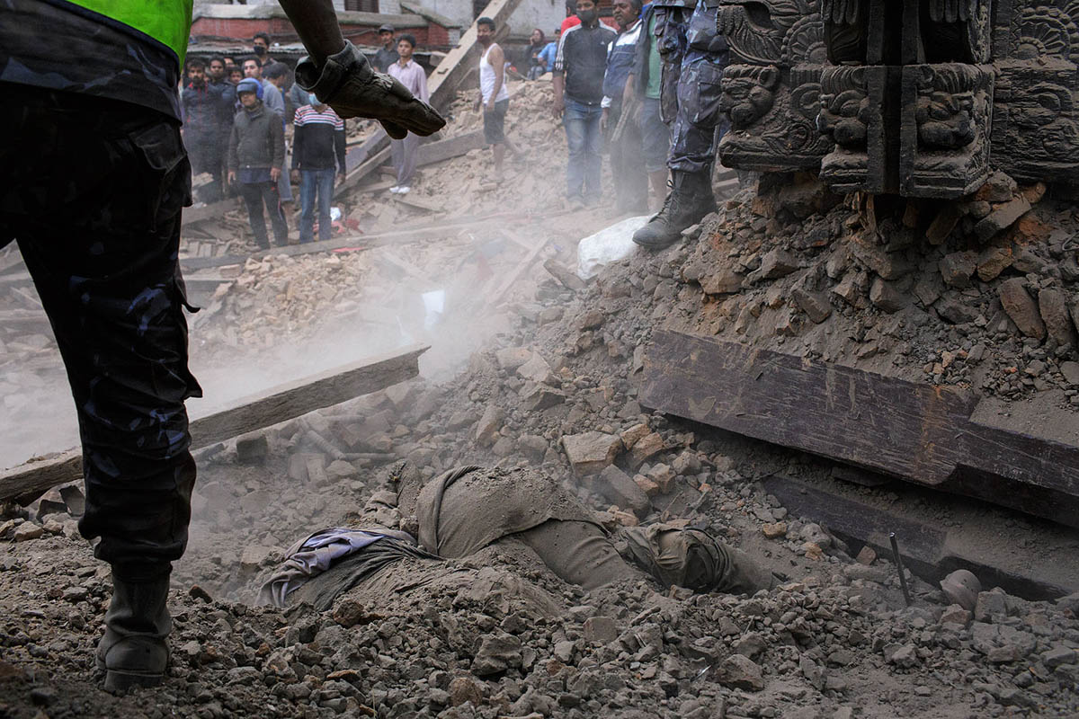 nepal_kathmandu_durbar_square_earthquake_april_2015_disaster_rescue_aid_help_kasthamandap_victims_casualty