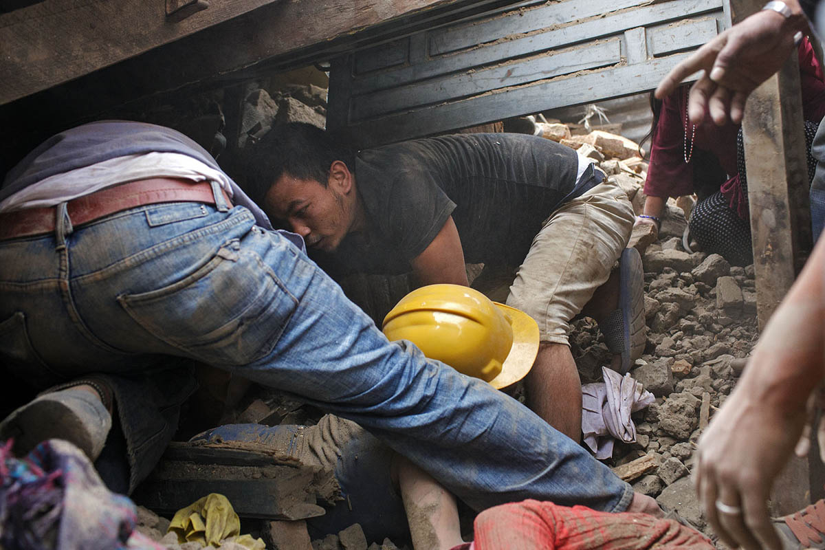 nepal_kathmandu_earthquake_25_april_2015_victims_rescue_aid_help_collapse_rubble