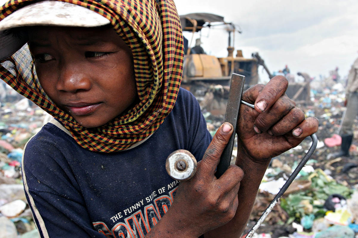 asia_cambodia_phnom_penh_stung_meanchey_garbage_dump_landfill_waste_rubbish_environment_child_labour
