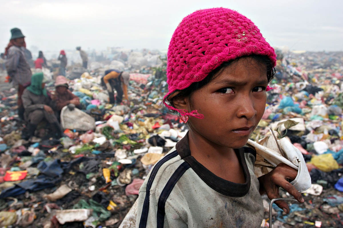 asia_cambodia_phnom_penh_stung_meanchey_garbage_dump_landfill_waste_rubbish_environment_child_labour_portrait