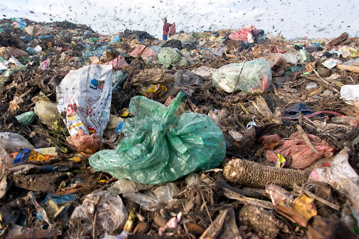 asia_cambodia_phnom_penh_stung_meanchey_garbage_dump_landfill_waste_rubbish_environment_pollution_child_labour_recycling