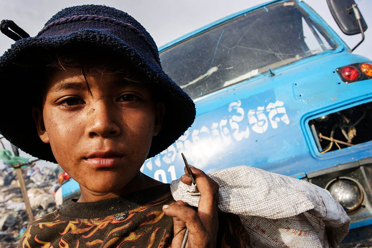 cambodia_phonm_penh_stung_meanchey_garbage_dump_poverty_poor_work_people_boy_child_labour_portrait