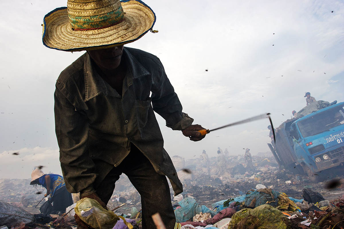 cambodia_phonm_penh_stung_meanchey_garbage_dump_waste_poverty_poor_work_labour_environment_pollution_landfill_working_scavenging_recycling
