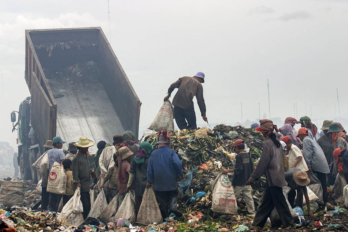 cambodia_phonm_penh_stung_meanchey_garbage_dump_waste_poverty_work_labour_environment_pollution