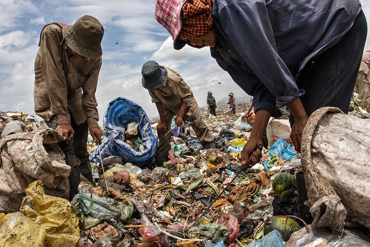 cambodia_phonm_penh_stung_meanchey_garbage_dump_waste_poverty_work_labour_environment_pollution_people_working_scavenging