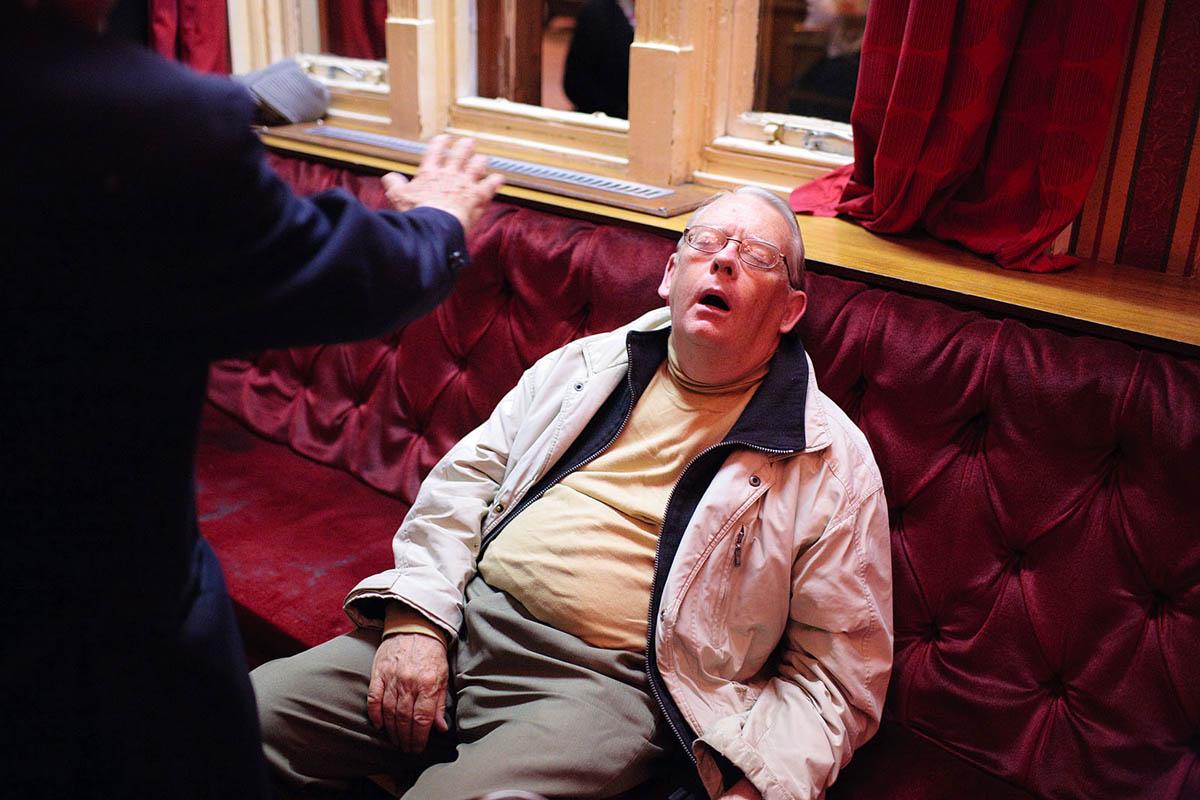 uk_great_britiain_wales_cardiff_pub_social_club_night_drinking_asleep_sleeping