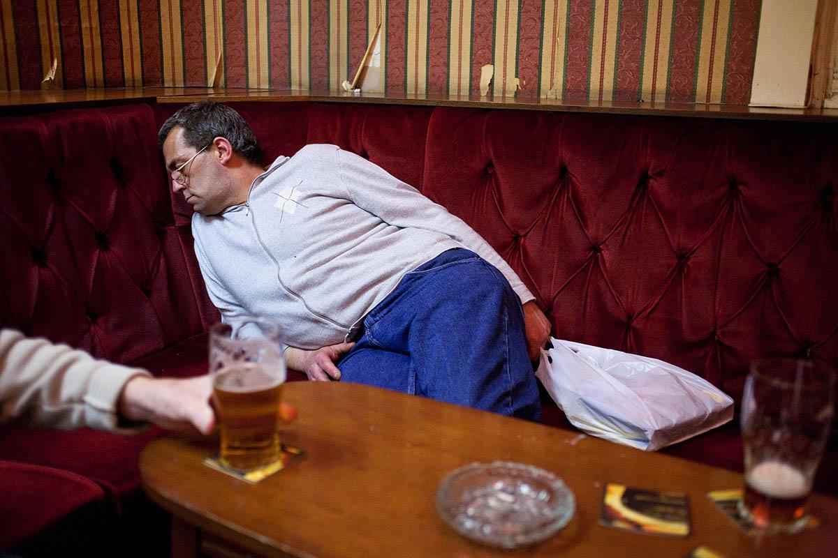 uk_great_britiain_wales_cardiff_pub_social_club_night_patron_asleep_beer