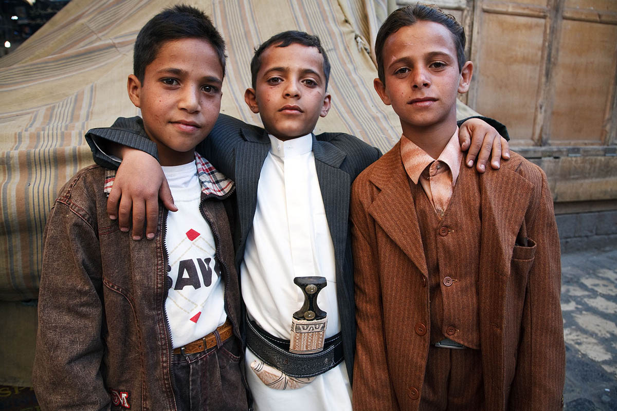 yemen_sanaa_old_city_children_jambiya_janbiya_jambia