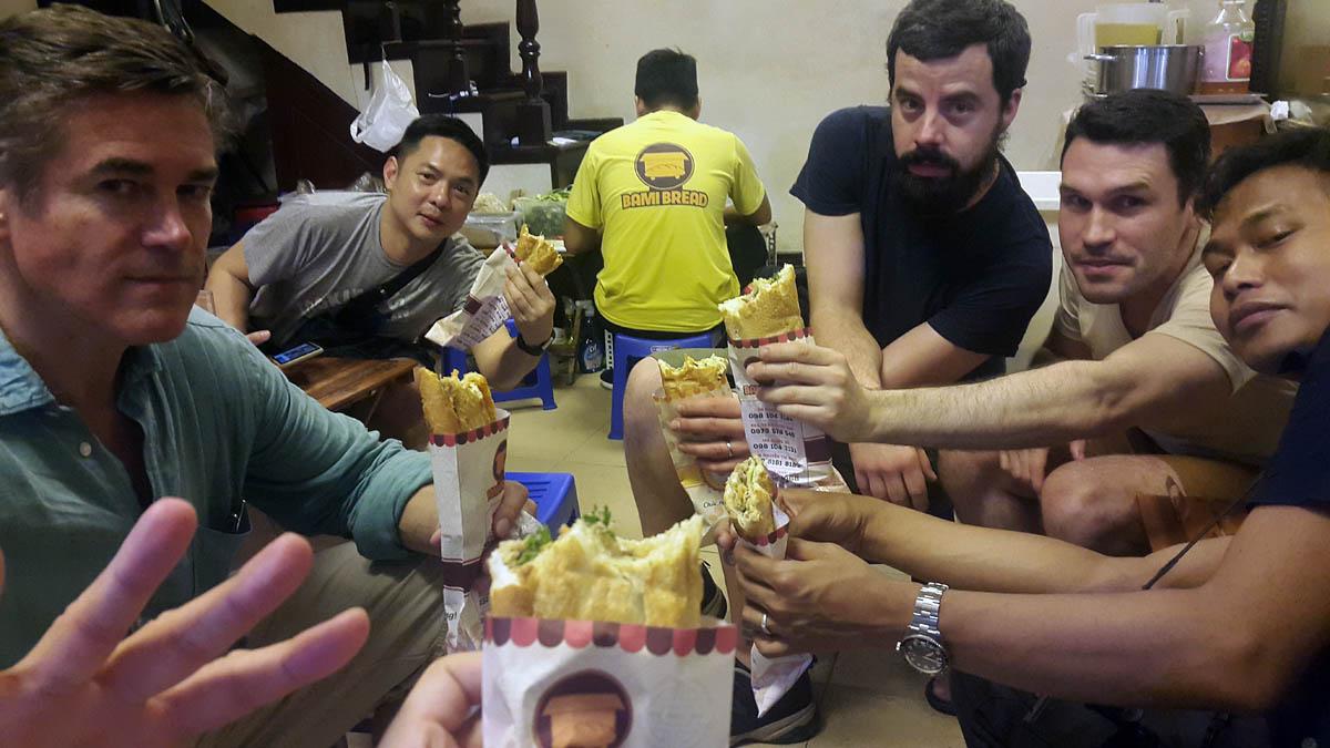 hanoi_vietnam_old_quarter_bami_bread_banh_mi_street_food