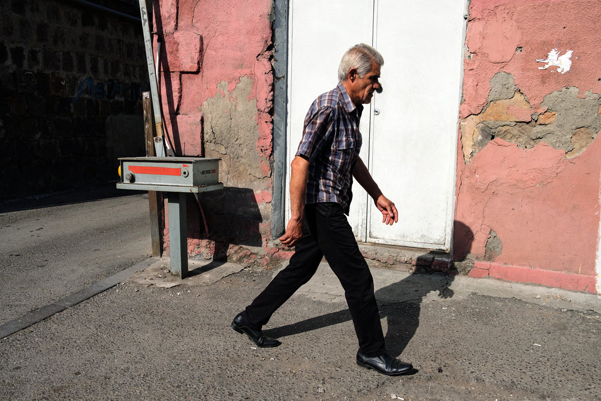 armenia_yerevan_city_street_people_walking_man