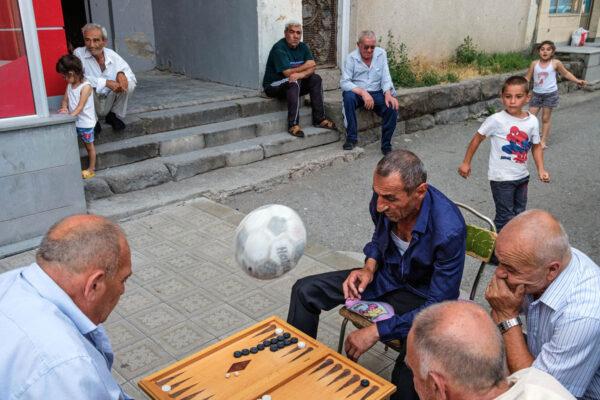 armenia_echmiadzin_Ejmiatsin_Vagharshapat_street_photography_people_children_ball_game_pastime