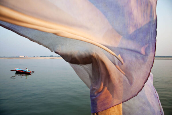 india_varanasi_river_ganges_wind_moment_street_photography.jpg