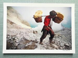 maciej_dakowicz_print_art_a4_heavy_load_kawah_ijen_indonesia_photo_01