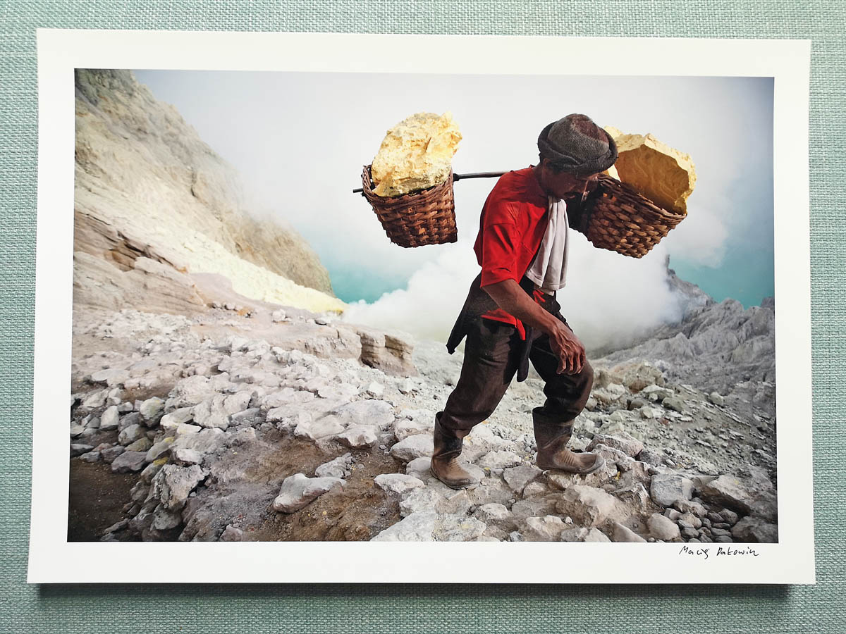 maciej_dakowicz_print_art_a4_heavy_load_kawah_ijen_indonesia_photo_01.jpg