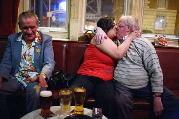 uk_great_britiain_wales_cardiff_pub_social_club_night_people_patrons_kiss_kissing_drinking_alcohol_beer_pint.jpg
