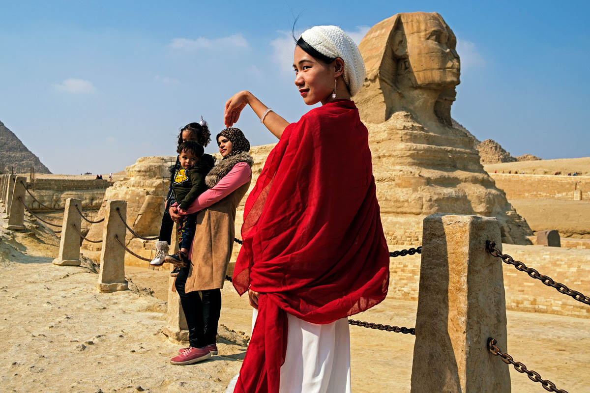 egypt_cairo_africa_giza_pyramids_visitoris_tourists_sphinx.jpg
