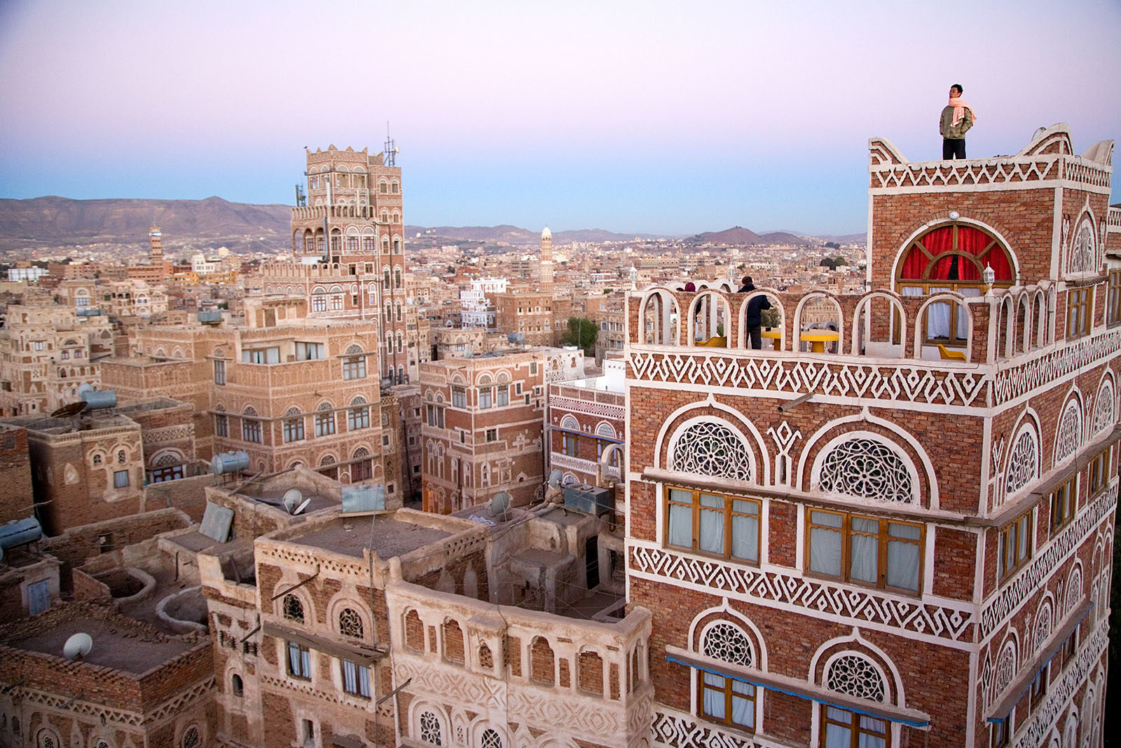 arabia_middle_east_yemen_Sanaa_old_city_architecture_travel_adventure-1600x1067.jpg