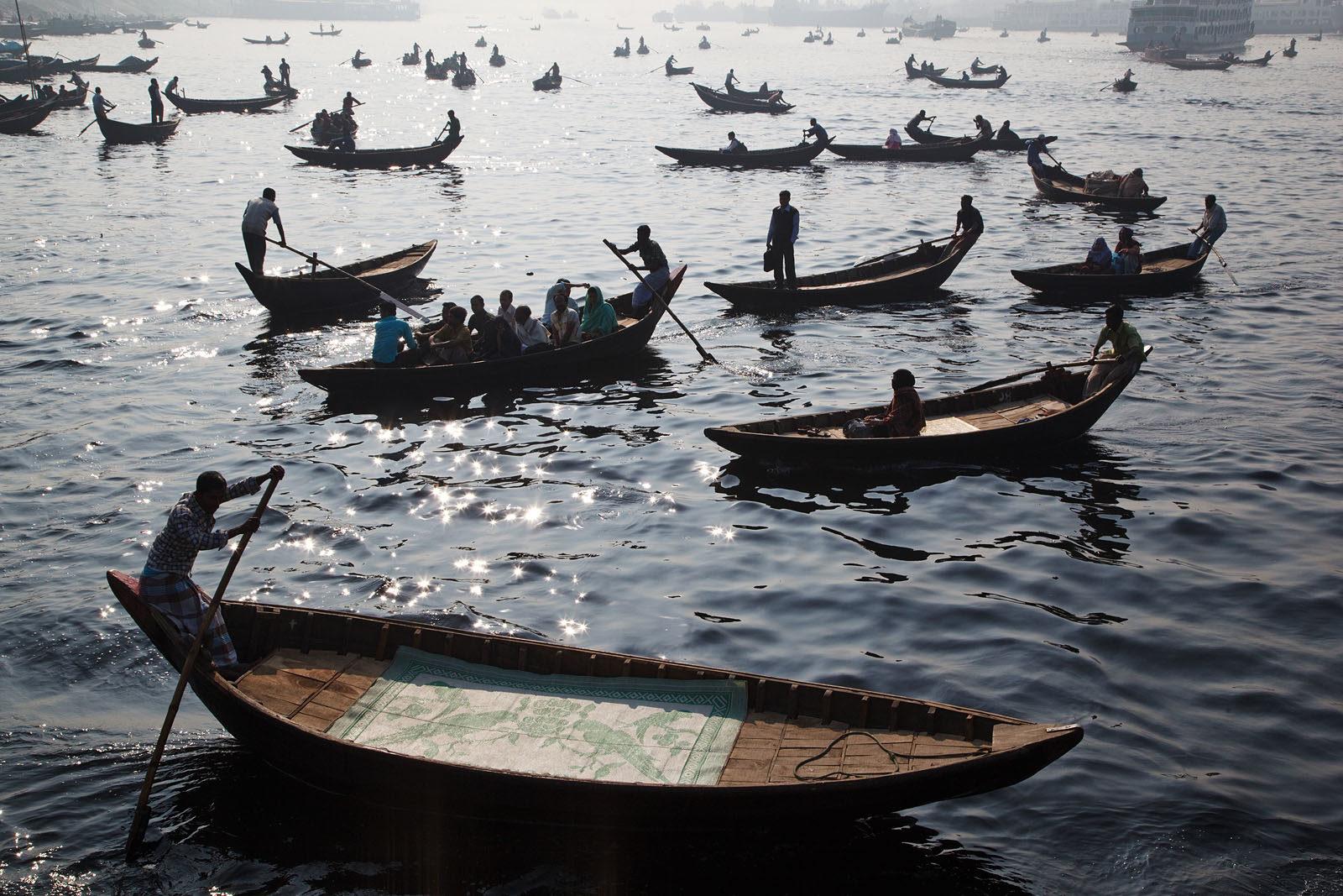 bangladesh_dhaka_buriganga_river_boats_transport_view-1600x1067.jpg