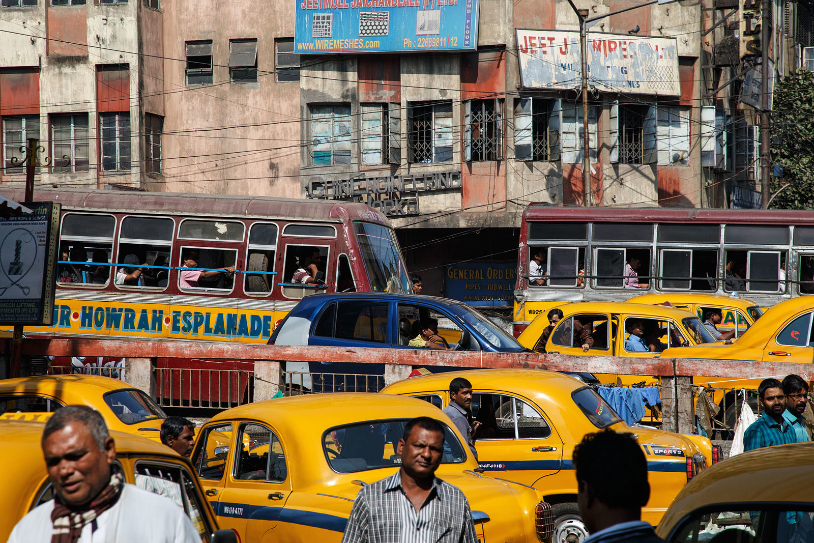 india_kolkata_calcutta_street_taxi_traffic_cars_congestion-1600x1067.jpg